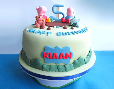Front%20of%20Peppa%20pig%20cake_edited.j