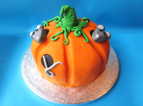 mice%20pumpkin%20cake%20front_edited.png