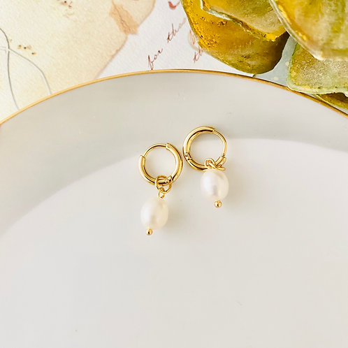 Suri - Freshwater Pearl Earrings