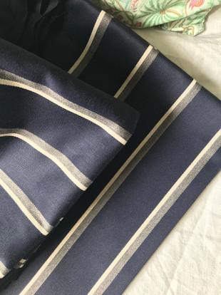 tissu bleu rayé