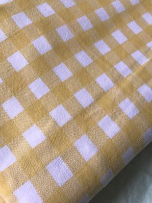 tissu jaune et blanc