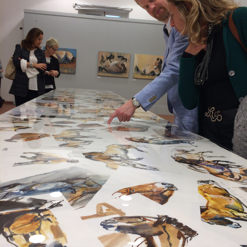 Mark Adlington in mostra a Palazzo Ferrero con i suoi cavalli Przewalski