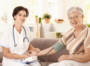 Cuidador de idosos: bico ou profissão?