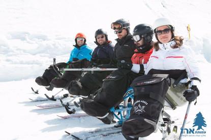 מונו סקי שלג קבוצה