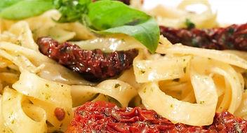 tagliatelle-pomodori-sechi-olio-basilico