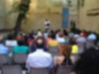 «En Segovia, Ramón García Mateos recitando en el patio de la Casa museo de Antonio Machado (o el mejor», fotografía de la sección FOTOS de la página web del poeta Juan López-Carrillo