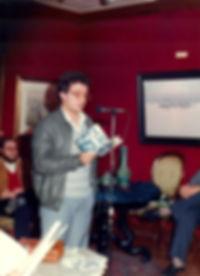 """«Recitando en la presentación de """"Pasión primera""""», fotografía de la sección FOTOS de la página web de Juan López-Carrillo"""