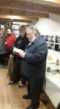 «Leyendo en la nueva sede de Candaya», fotografía de la sección FOTOS de la página web de Juan López-Carrillo