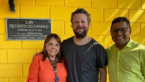 NSC Total — Selton Mello visita abrigo de crianças em Florianópolis