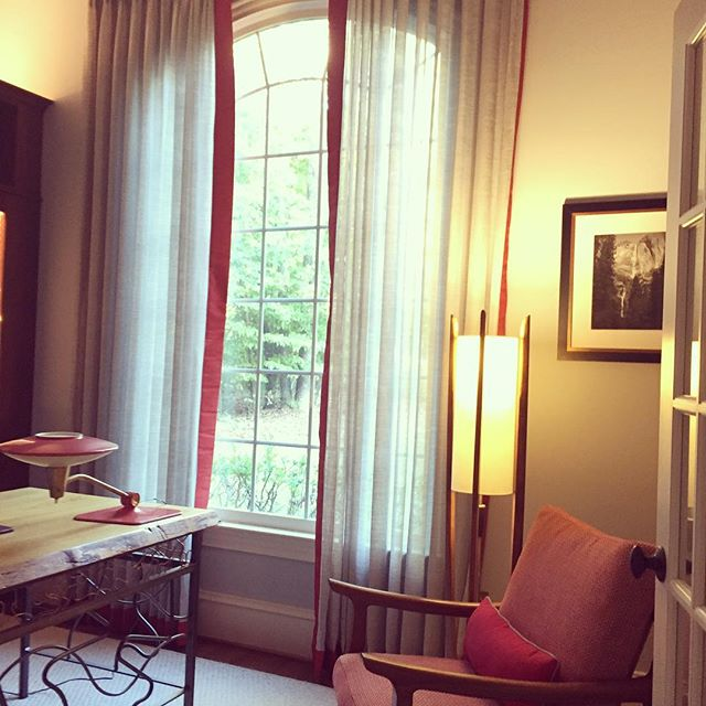 Drapes really can change a room 😁#theyfinallycamein #design #interiordesign #raleighinteriordesign
