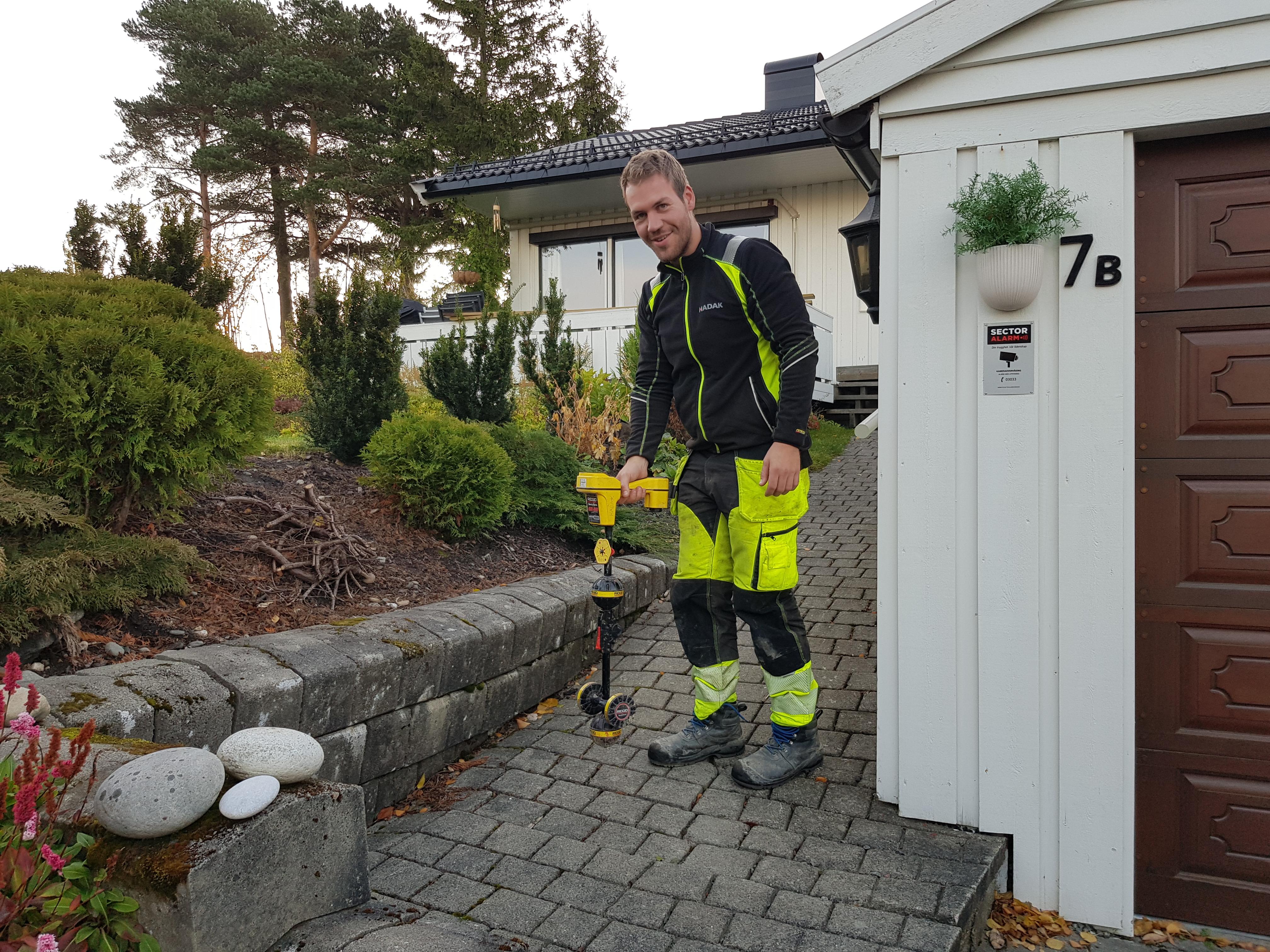 Anders søker opp vannledning