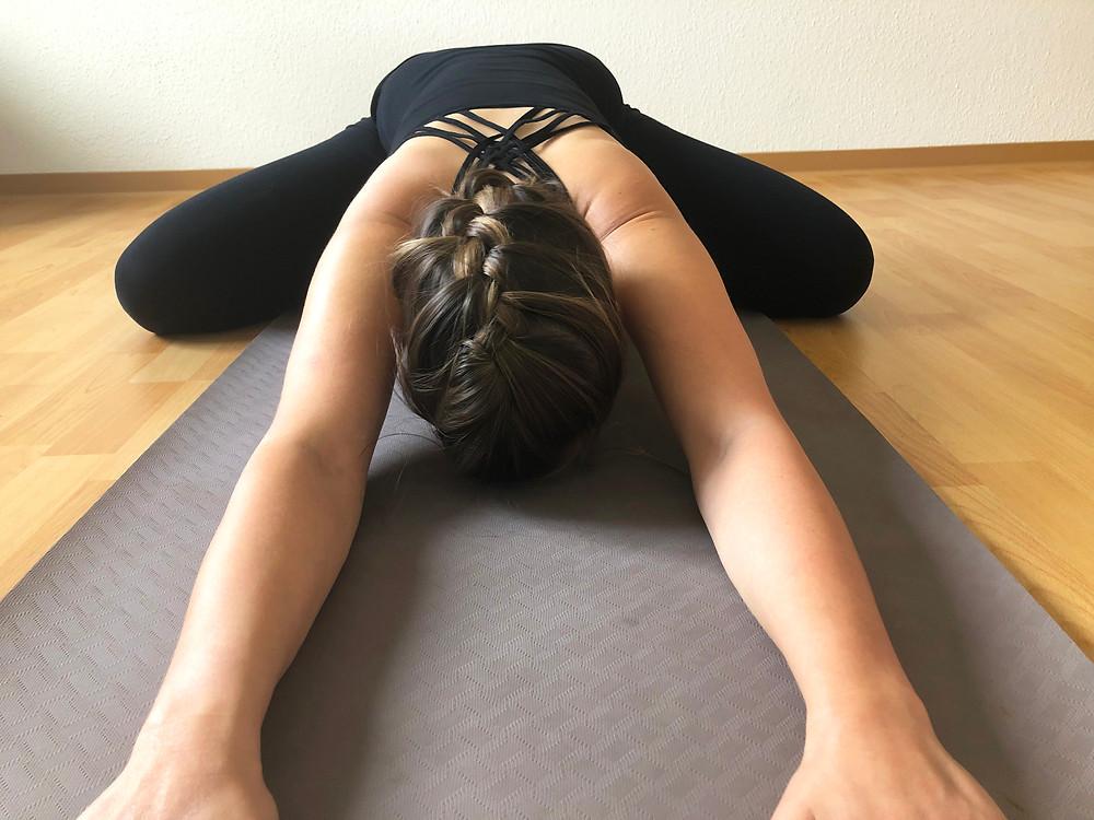 Yoga-Haltung des Kindes - Variation