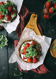 mini-strawberry-chocolate-tarts-with-goa