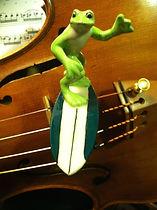 Surfing, frog, violin