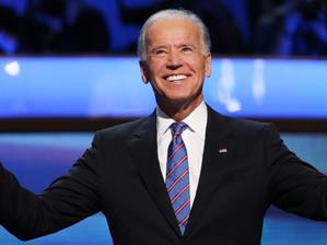 Joe Biden cria um caminho de oito anos para a legalização de imigrantes ilegais.