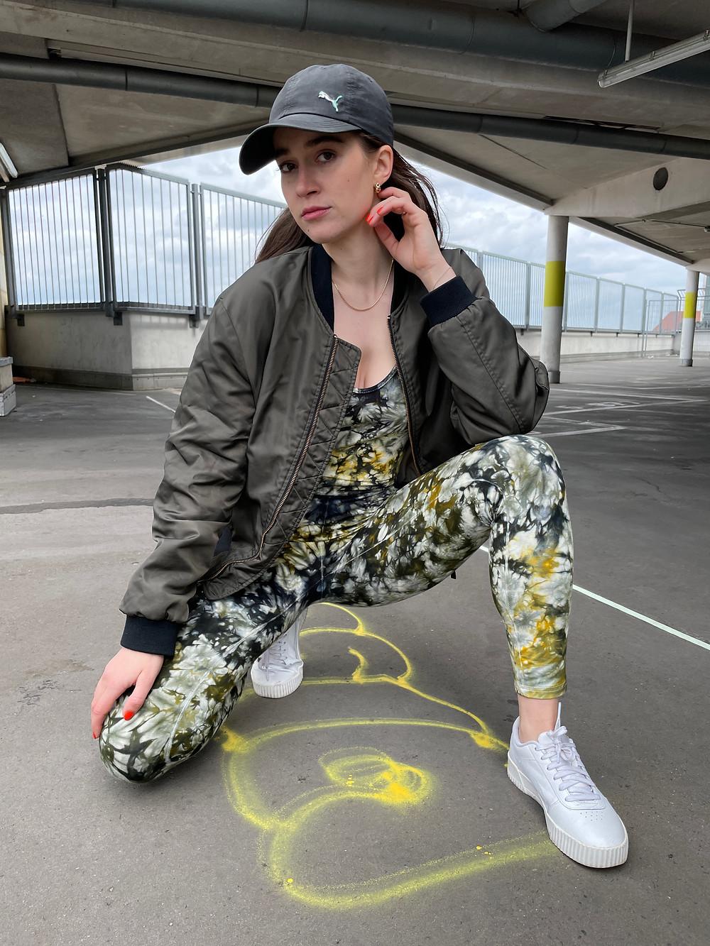 Outfit Kombination für den grün gelben Batik Jumpsuit deliciouslyMOSS von Tinalicious