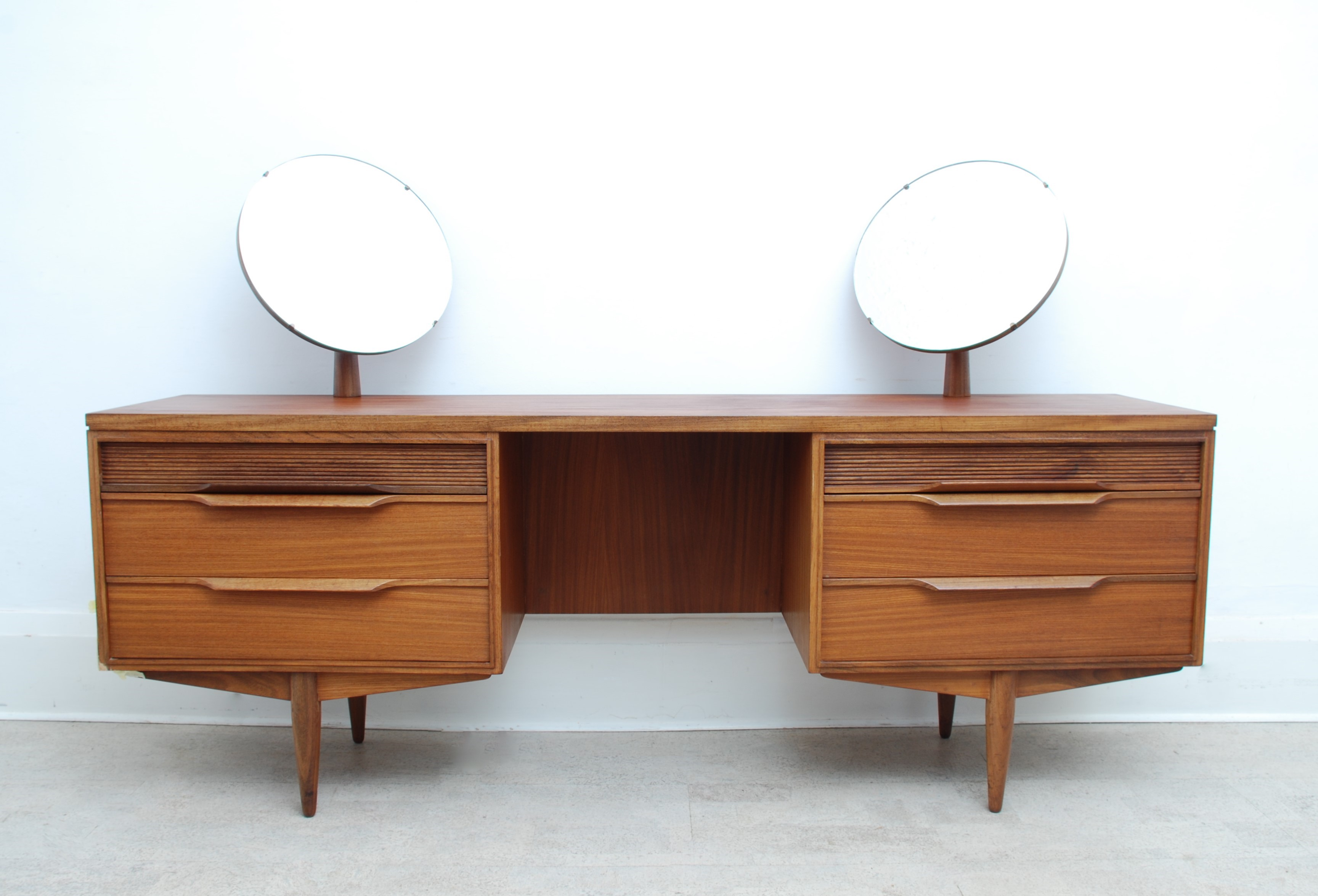 WHITE AND NEWTON DRESSING TABLE