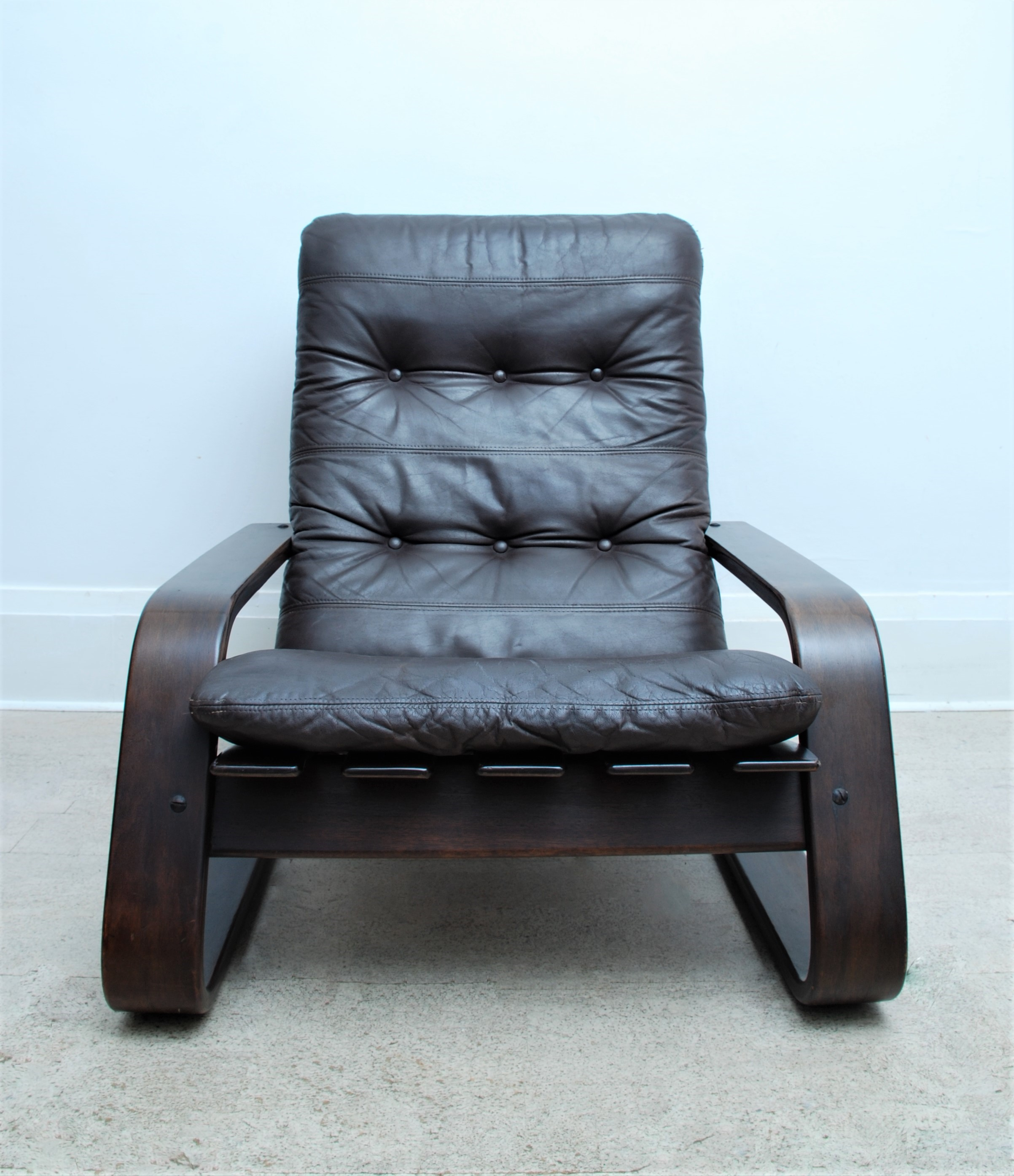 LEATHER CANTILEVER ARMCHAIR (6)