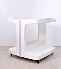 WHITE MID C COFFEE TABLE WITH SHELF
