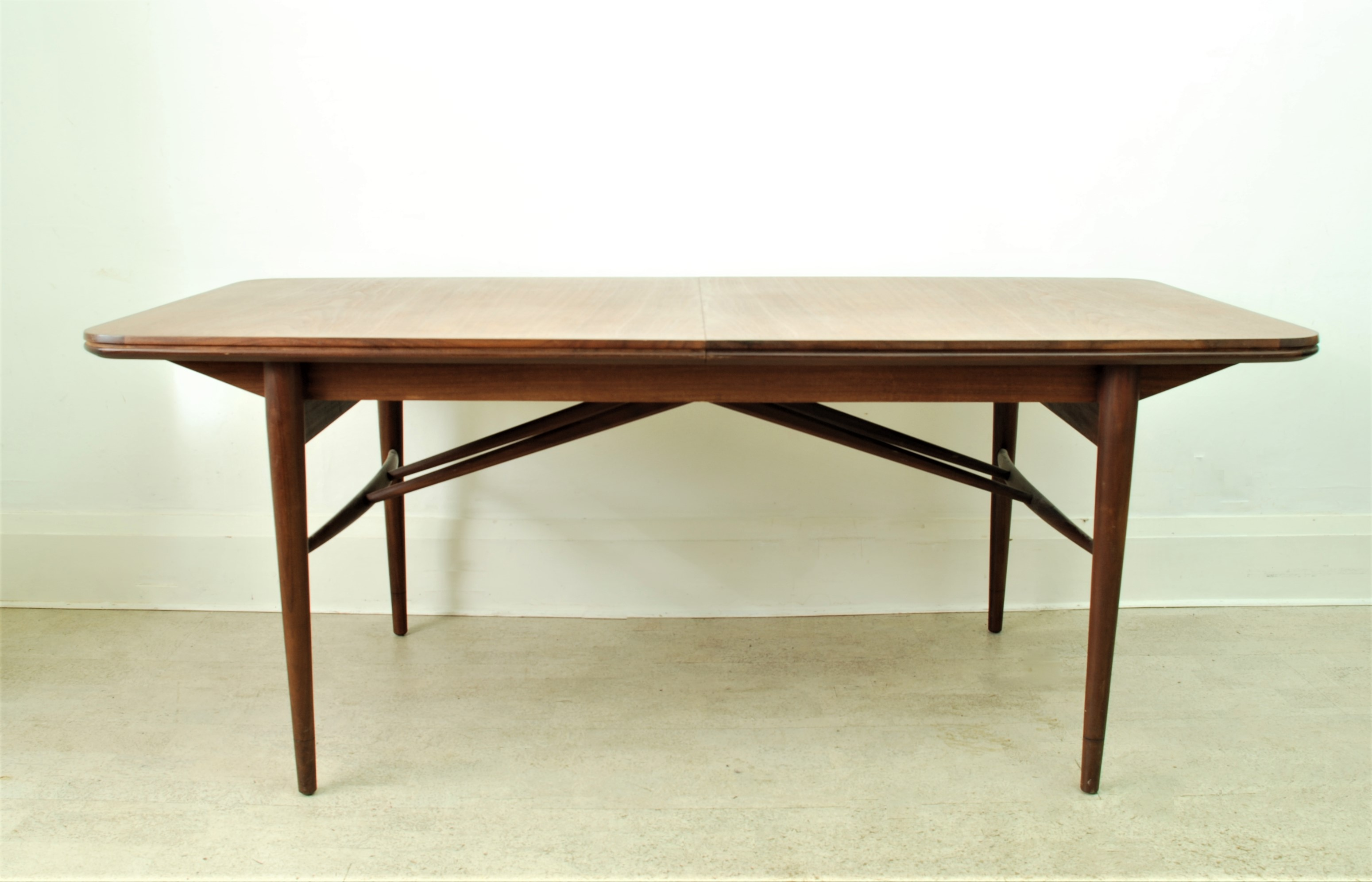 Robert Heritage Archie Shine Table