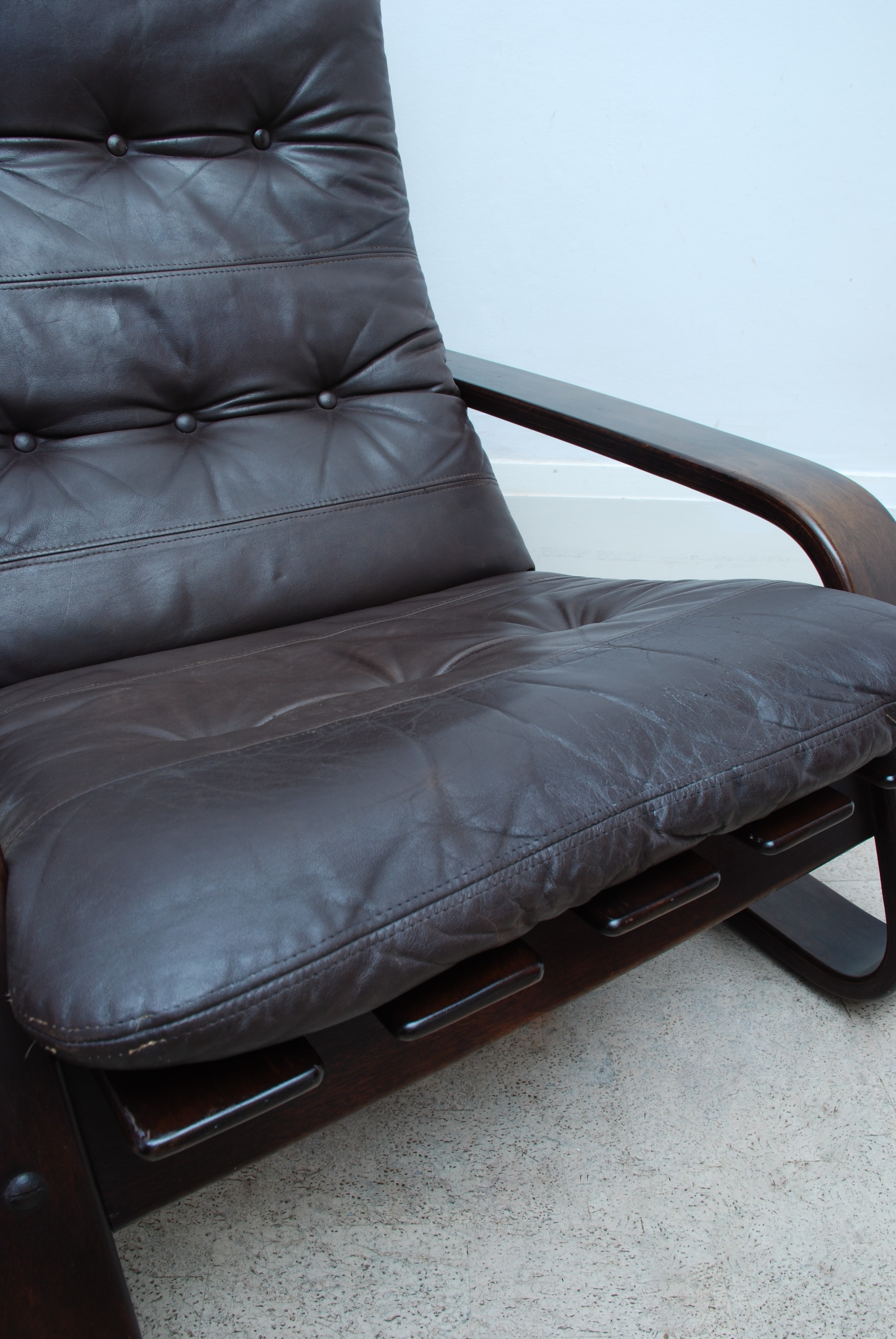 LEATHER CANTILEVER ARMCHAIR (10)