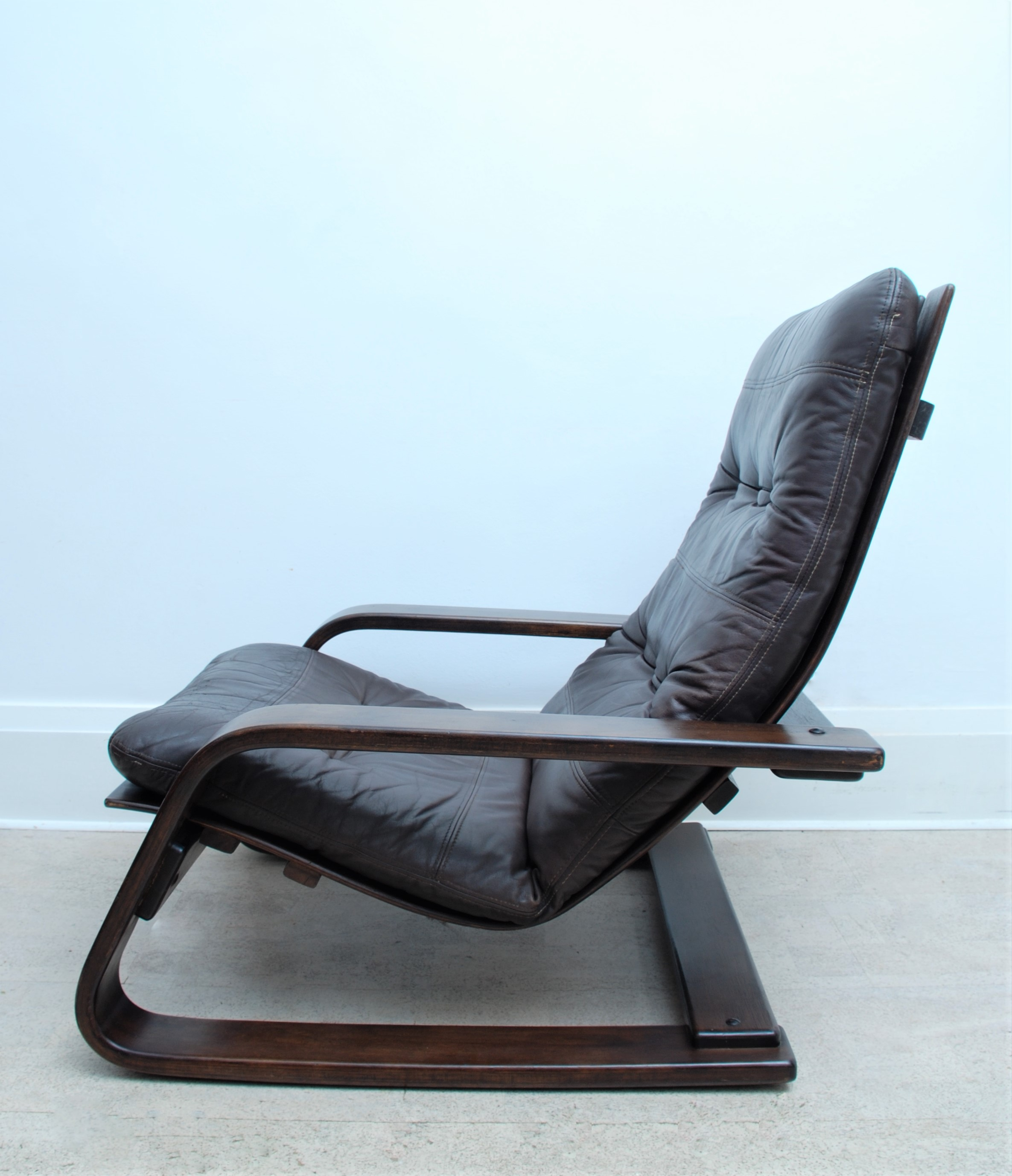 LEATHER CANTILEVER ARMCHAIR (3)