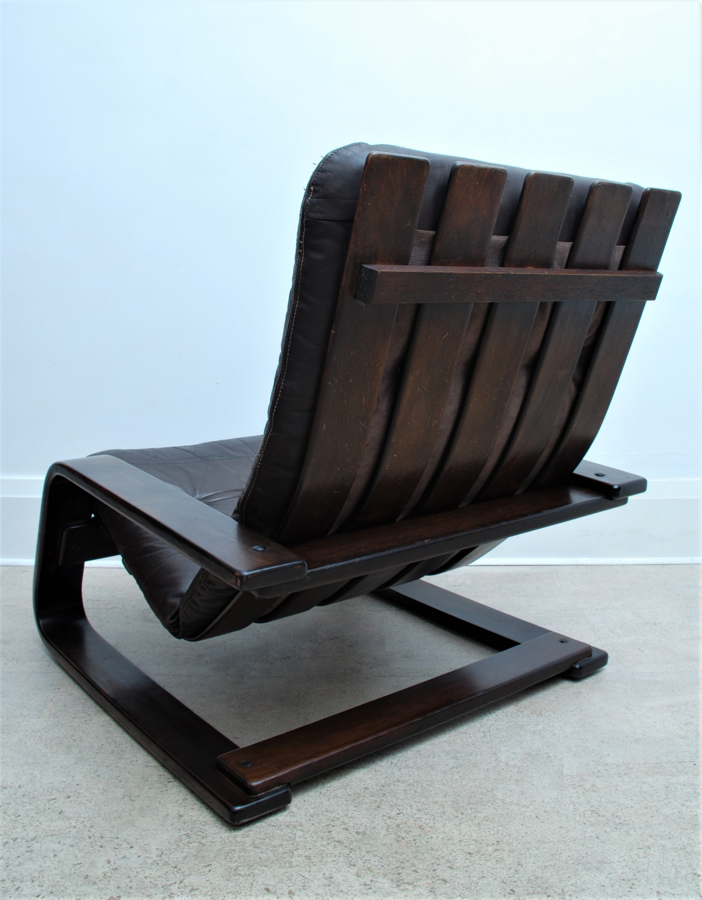 LEATHER CANTILEVER ARMCHAIR (4)