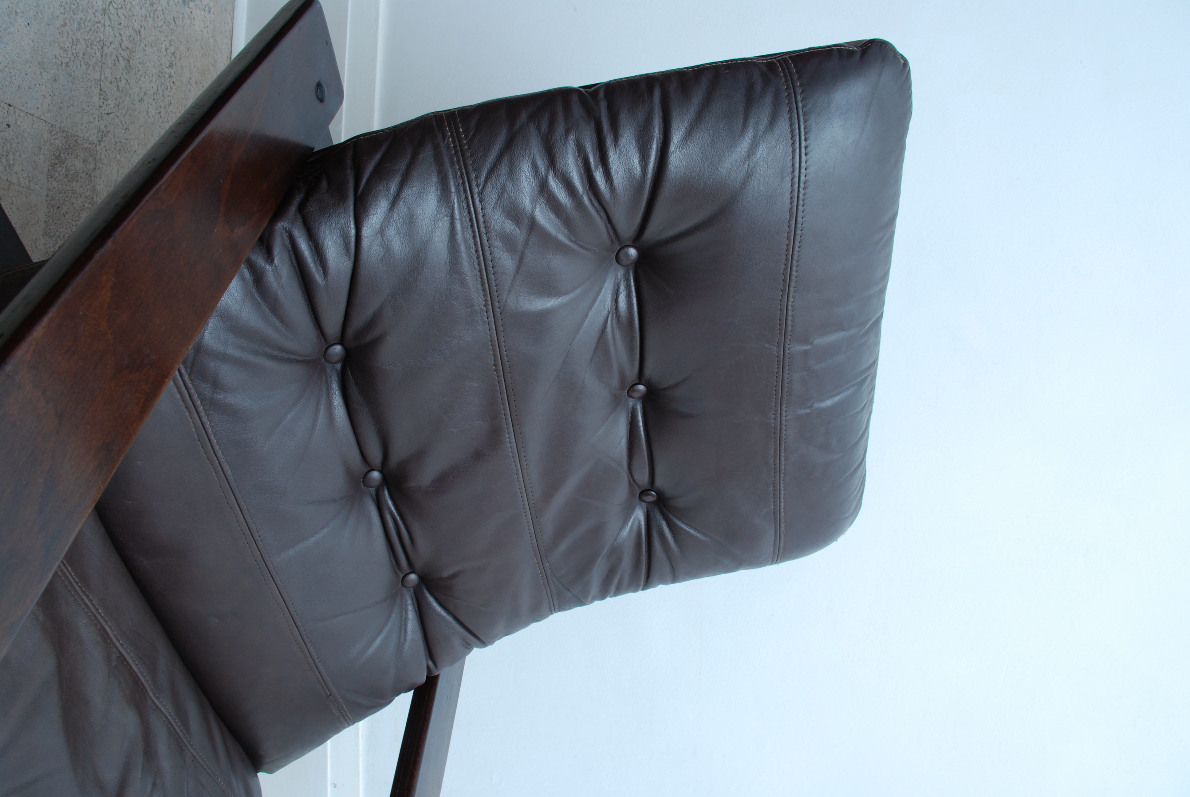 LEATHER CANTILEVER ARMCHAIR (9)