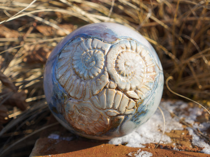 Ammoniten-Gartenkugel 'Rauch'