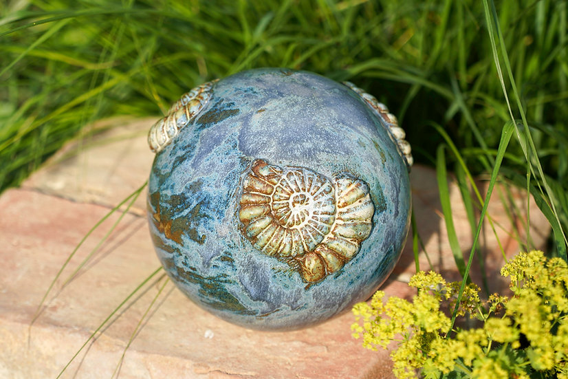 Gartenkugel in rauch-jeansblau