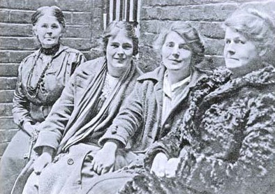 Annie Wheeldon (right), along with her two daughters (centre) and a prison-warder