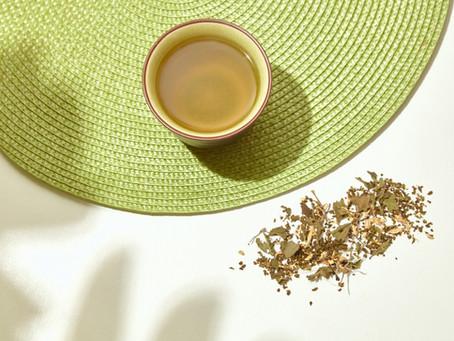 Por que a cafeína do chá tem um efeito tão diferente do café?