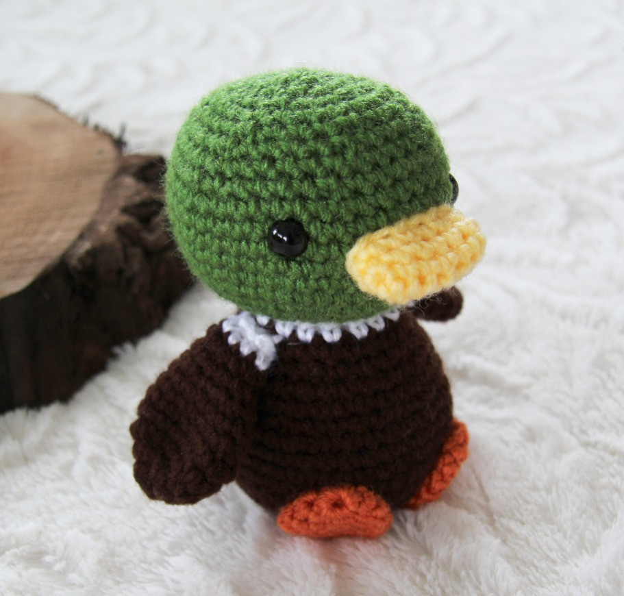 Twisted Duckling, crocheted duck