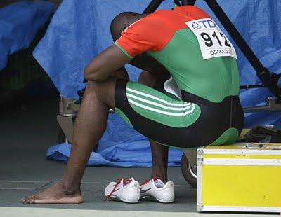 Atleta_Obikwelu_triste a pensar_Costas.jpg