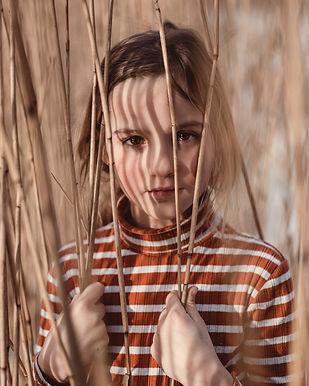 Julia in het riet (1 van 1).jpg