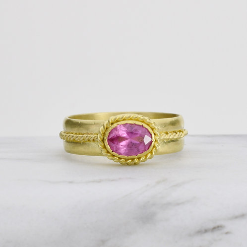Pink Sapphire Ring in 18k Gold