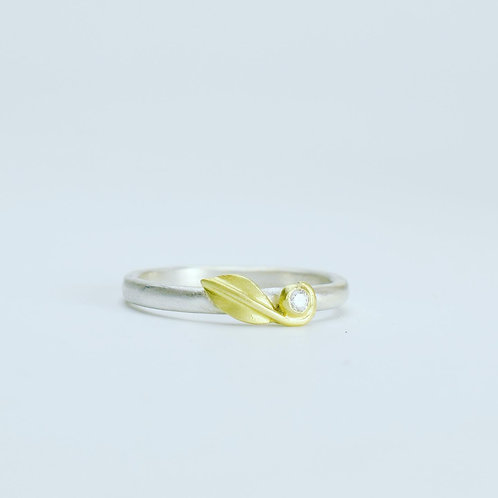 Mini Leaf Diamond Ring