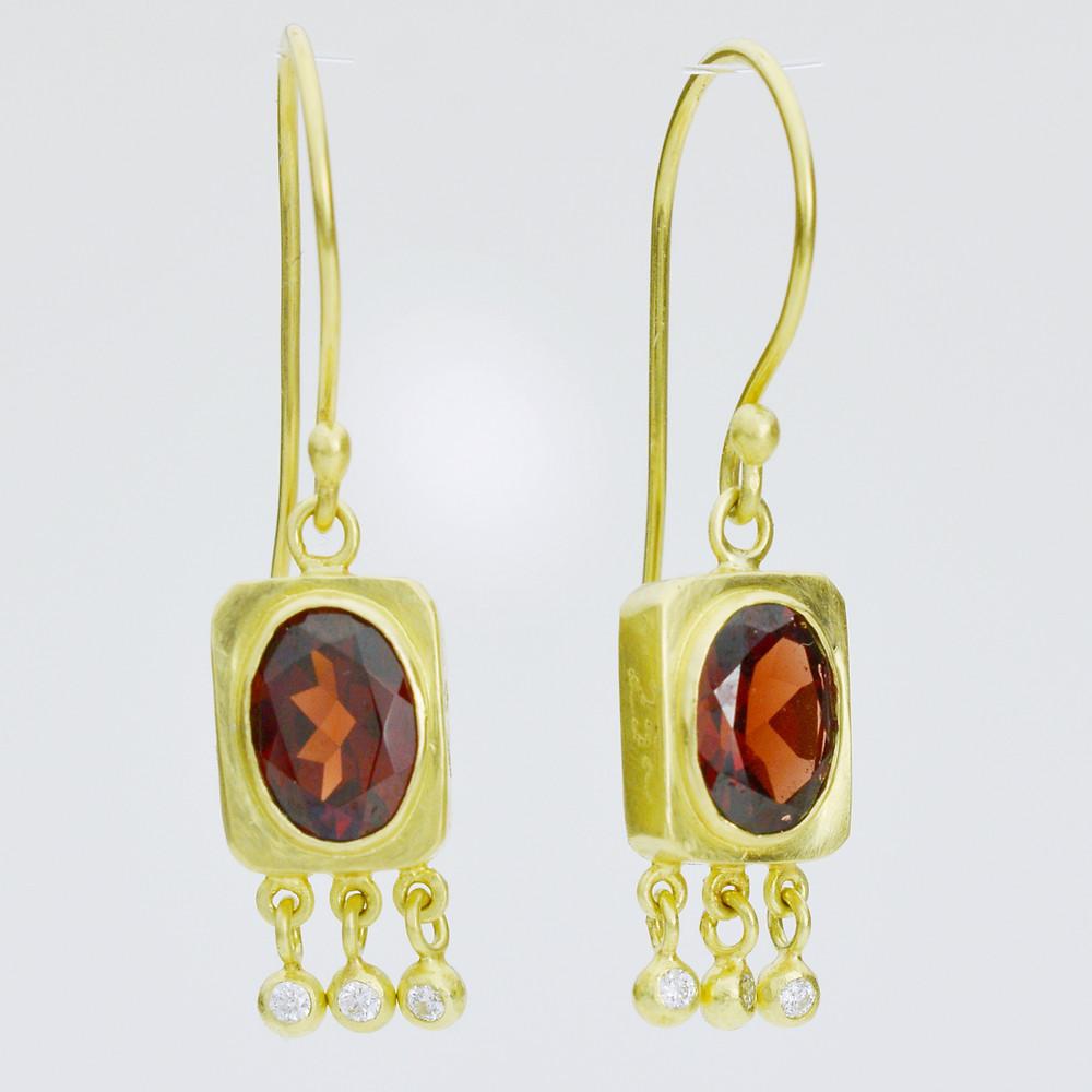 Garnet and diamond earrings in 18k gold