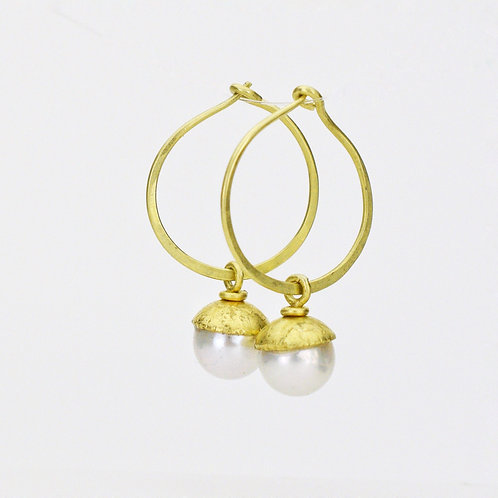 Minimalist Hoop With Pearl Drops