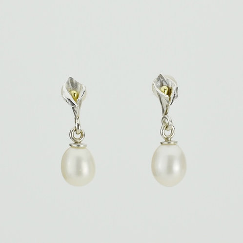 Calla Lily Earrings With Pearls
