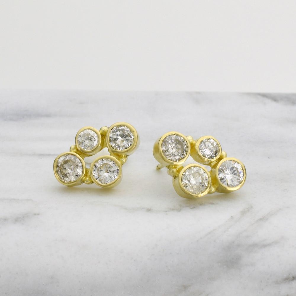18k gold earrings with diamonds. Diamond stud earrings.