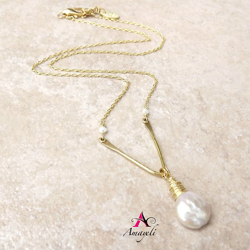 Chevron style freshwater pearl necklace