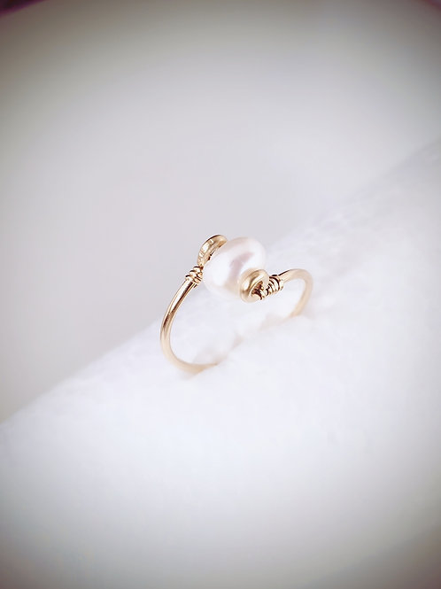 White freshwater pearl ring gold, rose gold, sterling silver