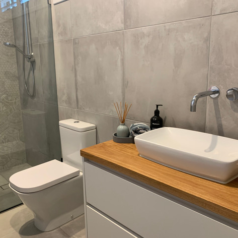 mosern timber bathroom