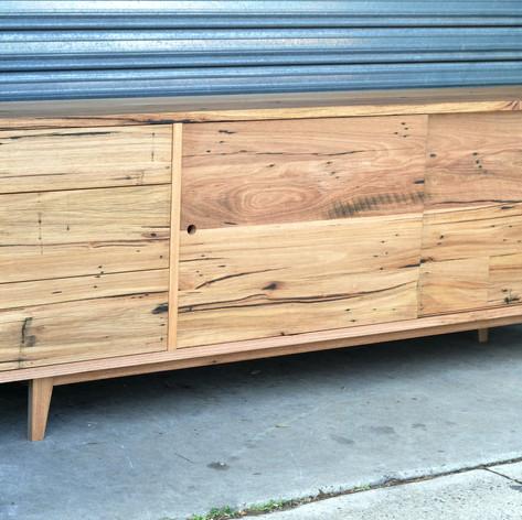 timber sidetable