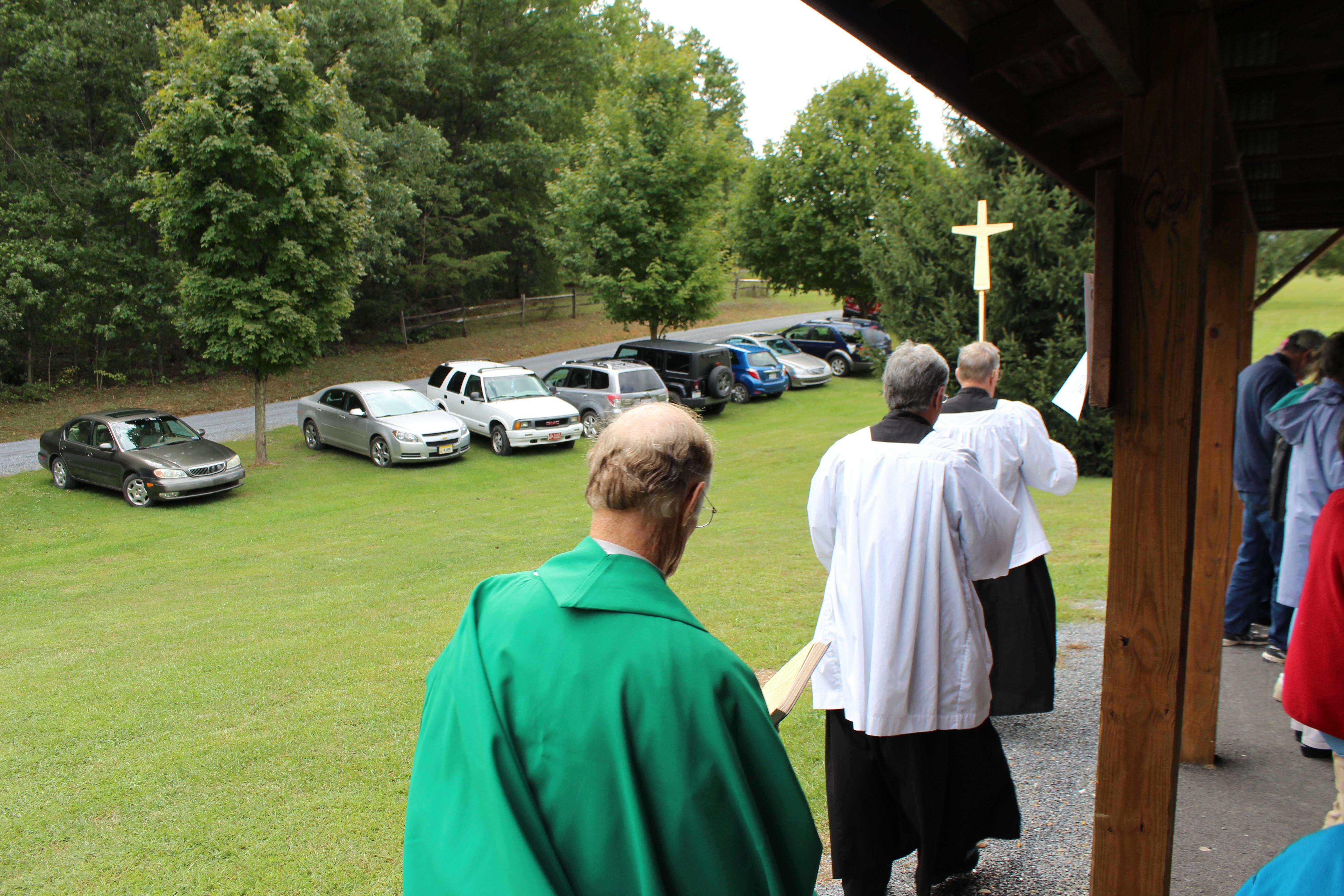 Bob Randy & Fr procession for Mass