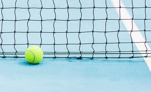 balle-tennis-fond-ecran-noir-court-tenni