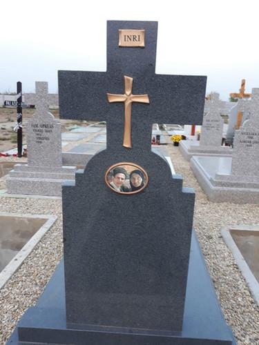 Cruce cu clasica din granit