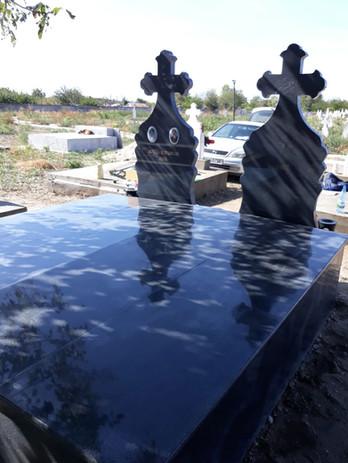 Set monumente funerare
