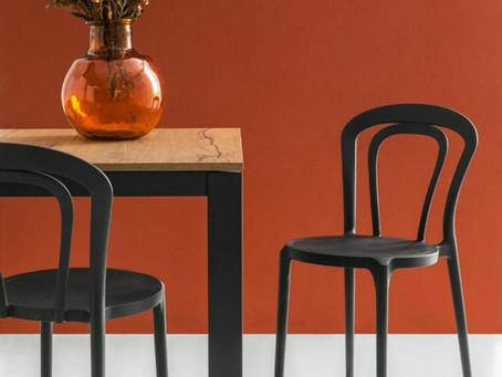 Caffè,  sedia thonet dalle storiche forme